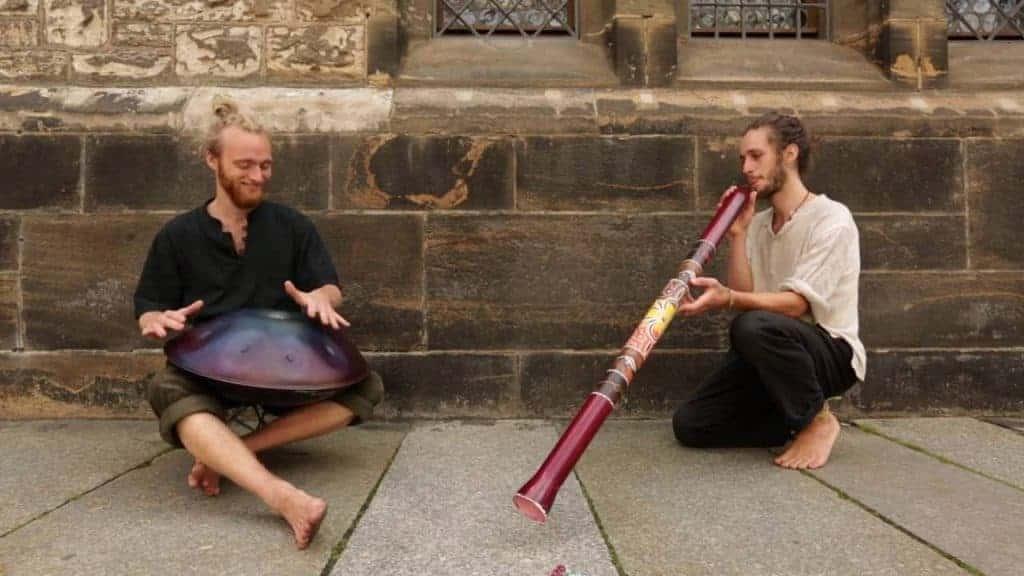 Malte Marten mit Handpan, Alexander Mercks mit Didgeridoo