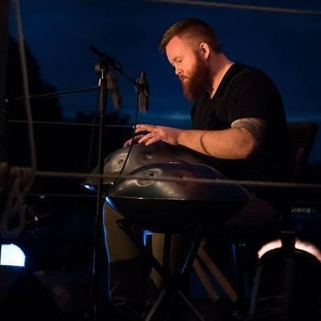 Dan Mulqueen auf der Bühne