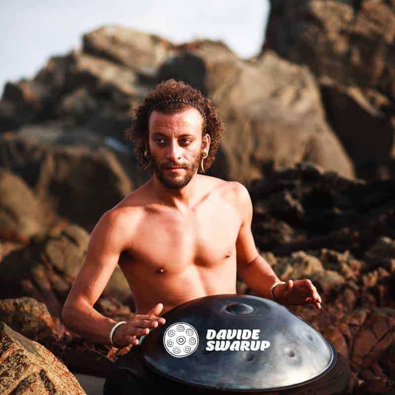Davide Swarup mit Handpan
