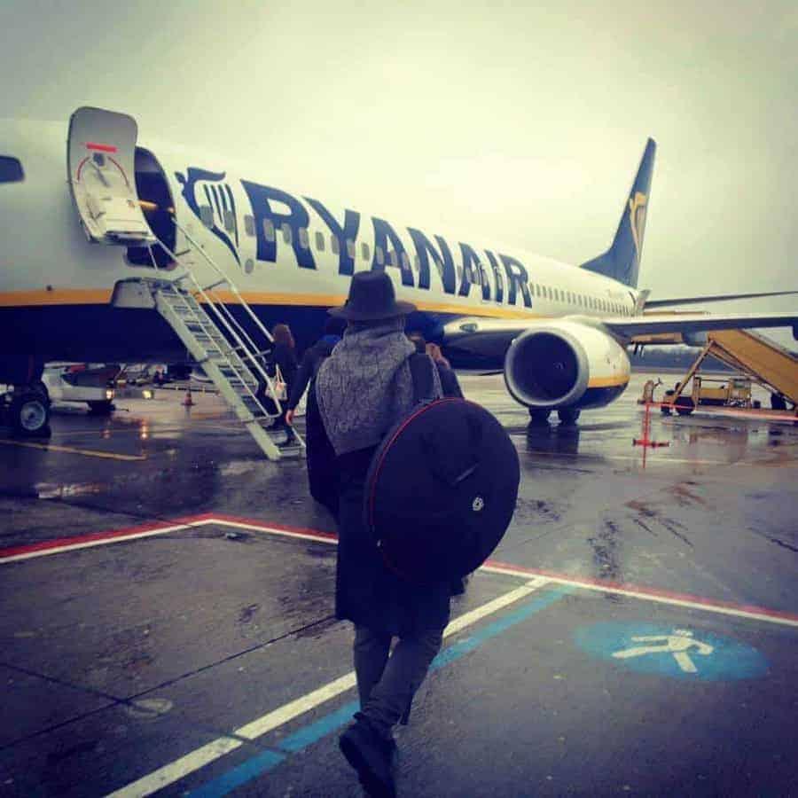 Handpan auf dem Weg ins Ryanair Flugzeug