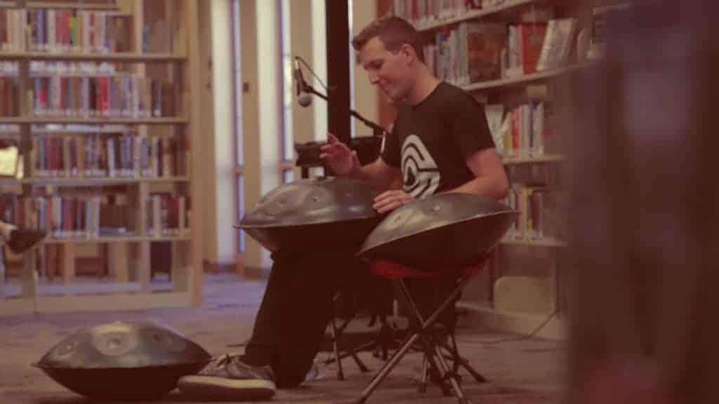 Sylvain Paslier in der Fountain Hills Library bei einem Auftritt