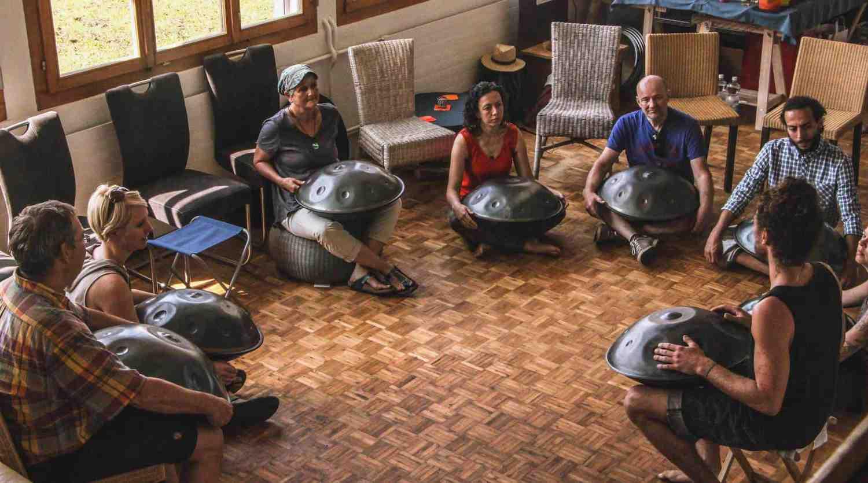 Tag der offenen Tür bei Soma Sound Sculptures: Eine tolle Möglichkeit Handpans auszuprobieren.