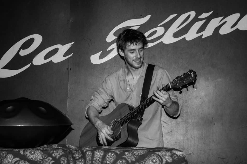 Tom Vaylo Handpan und Gitarre