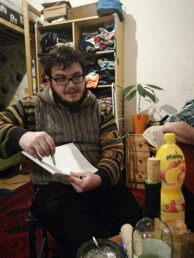Jonathan Jehle bei den Drehvorbereitungen der Handpan-Dokumentation