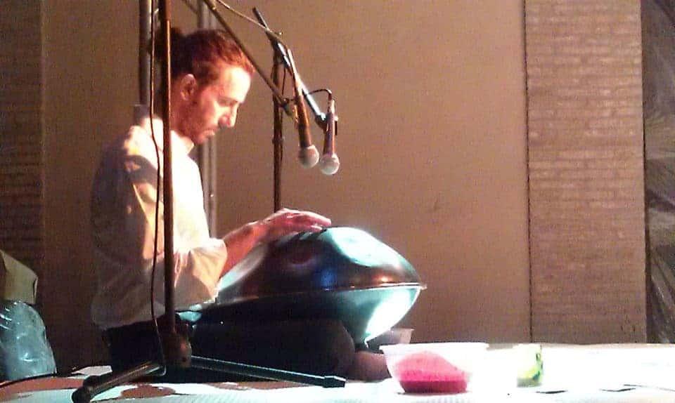 Eadoardo Striani mit Innersound Handpan 2