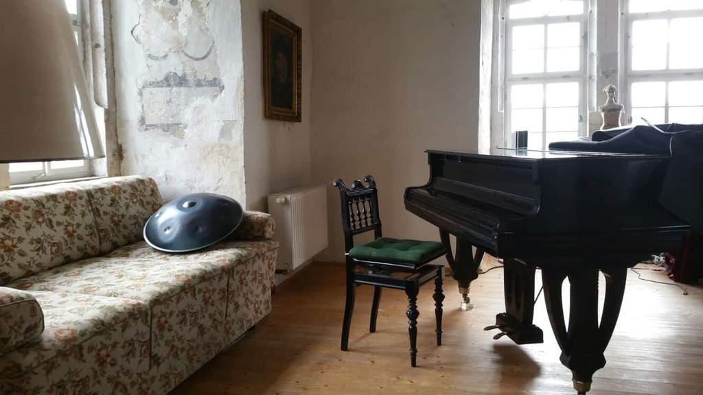 Klavier und Handpan auf Schloß Breitungen